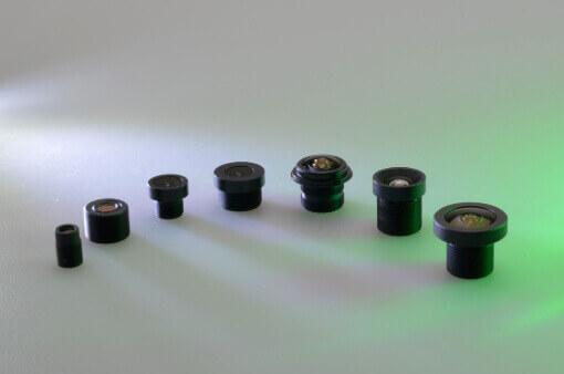 kleine Kameraobjektive angeordnet
