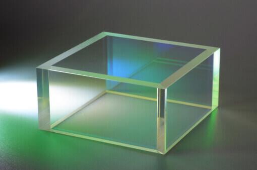 Laserhauben: Schutzfenster für Nivellier und weitere Vermessungstechnikinstrumente