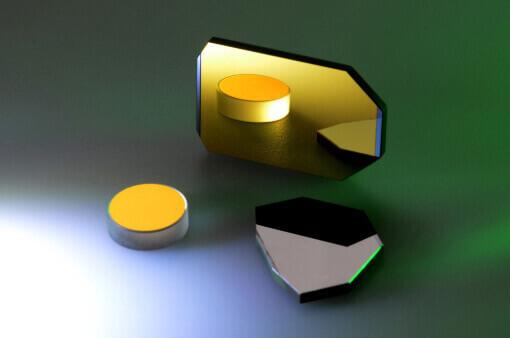 runder Spiegel und Scannerspiegel goldbeschichtet. Silber beschichteter Spiegel daneben