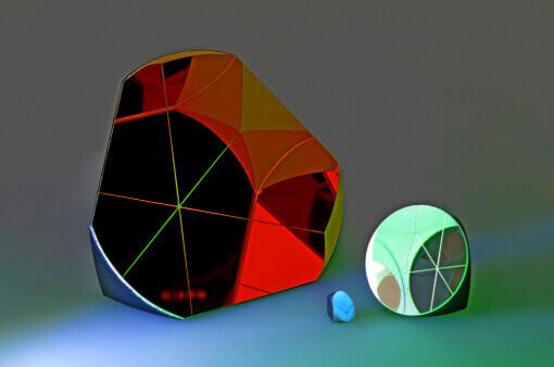 Drei Retroreflektoren / Corner Cube Prismen von sehr klein bis groß